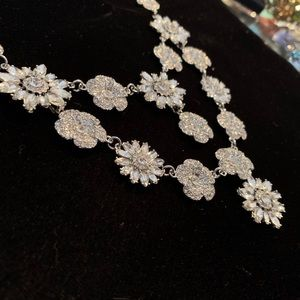 🆕🔥Very Sparkly Crystal Flower Necklace